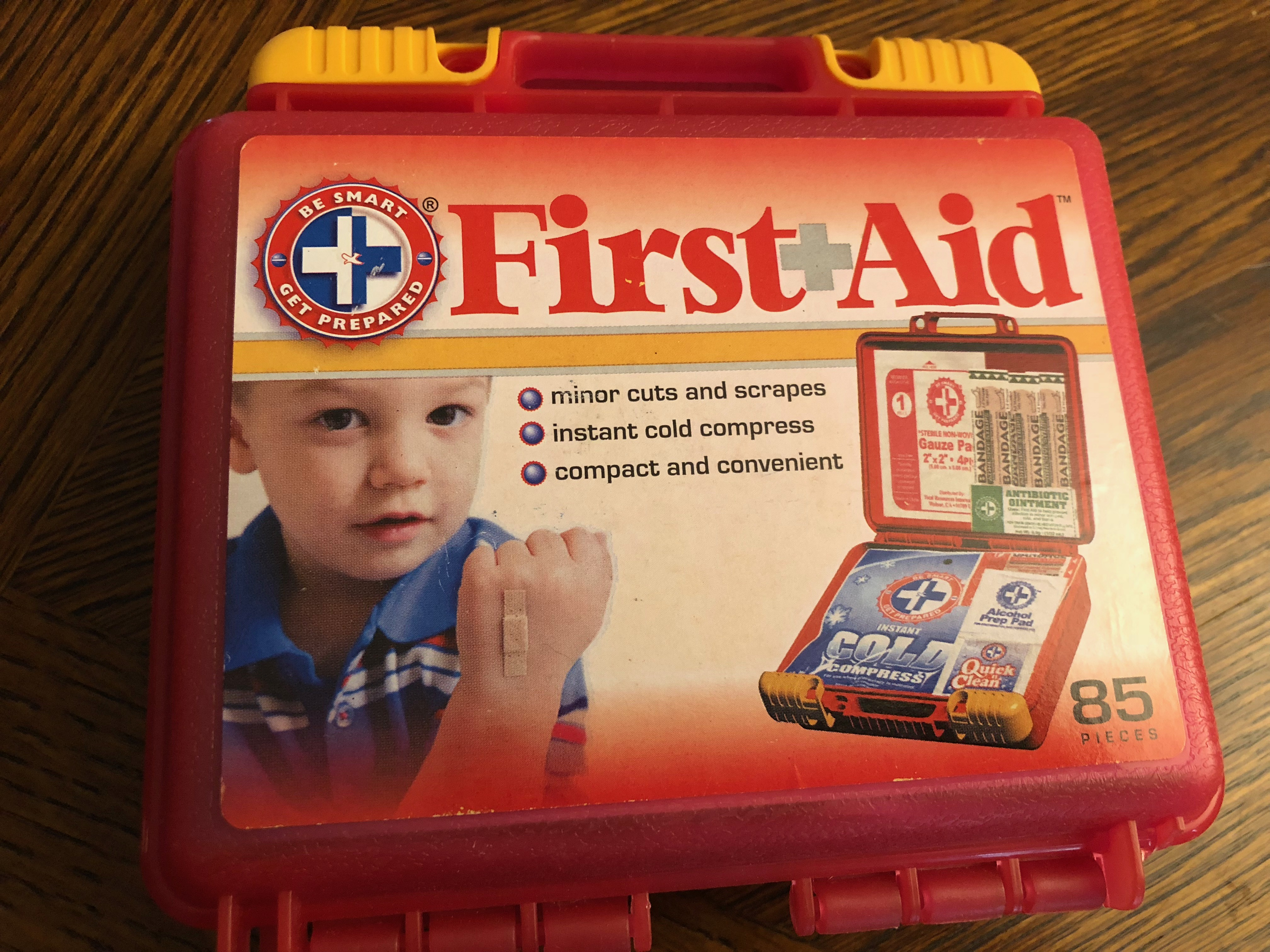 How to Put Together a Basic First Aid Kit